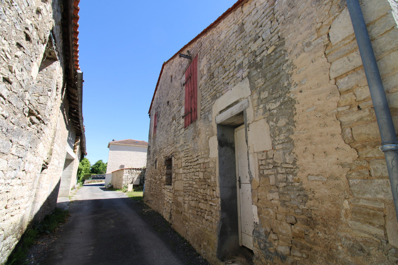 French property for sale in Anais, Charente - €36,600 - photo 3