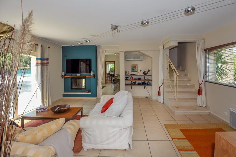 French property for sale in Saint-Paul-en-Forêt, Var - €1,050,000 - photo 4