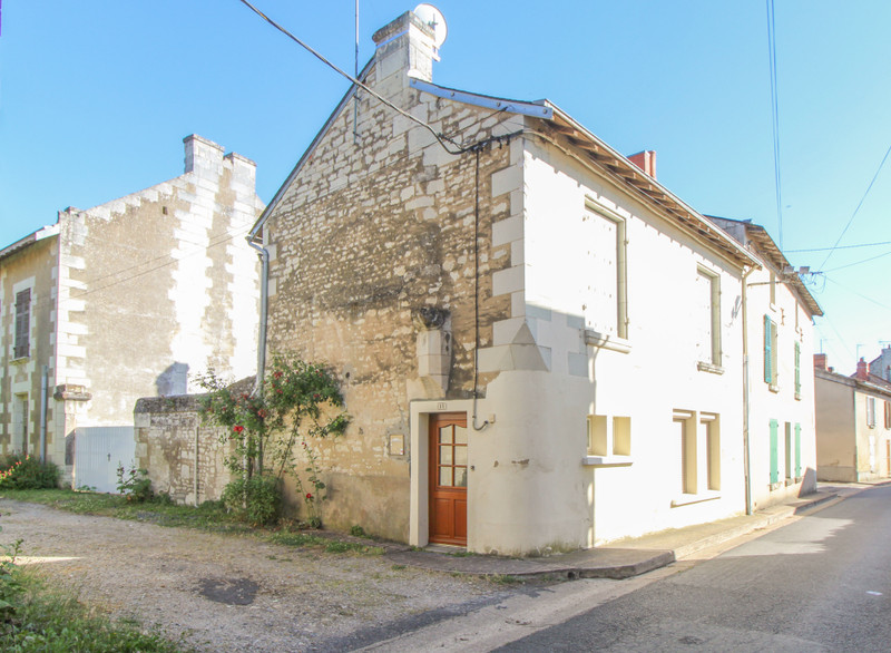 French property for sale in Monts-sur-Guesnes, Vienne - €66,600 - photo 2