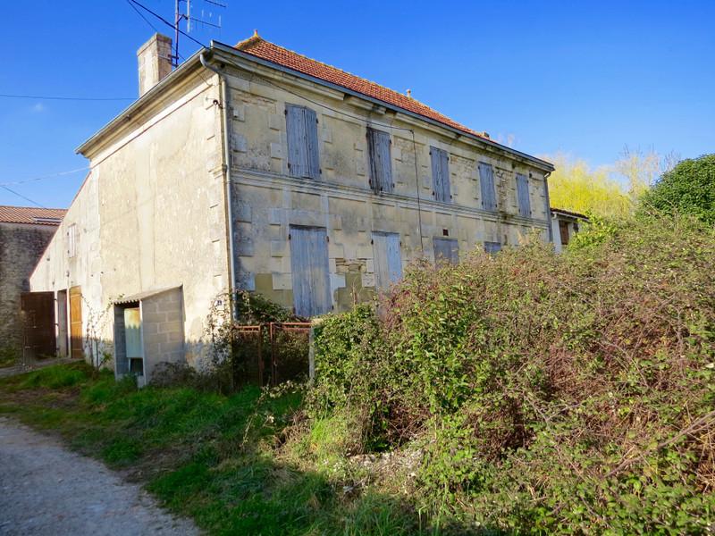 Maison à vendre à Saint-Savinien(17350) - Charente-Maritime