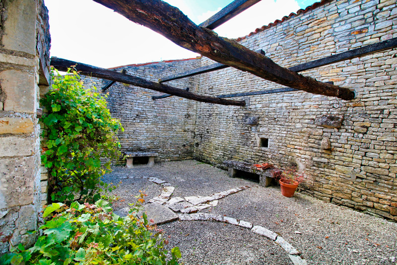 French property for sale in Chef-Boutonne, Deux-Sèvres - €162,000 - photo 10