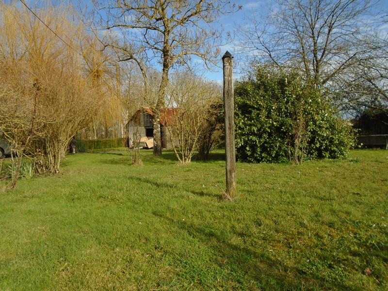 French property for sale in La Chapelle-Bâton, Vienne - €77,000 - photo 2