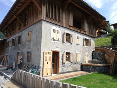 Appartement Duplex Neuf de 3 chambres au sein d'une Authentique Ferme Savoyarde Traditionnelle du 18ème siècle, au coeur du quartier Historique de Morzine centre