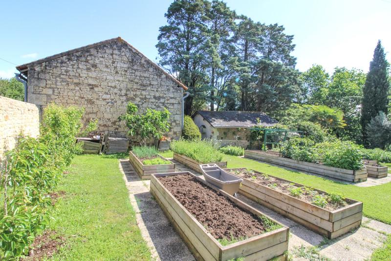 French property for sale in Saint-Martin-de-Sanzay, Deux-Sèvres - €415,520 - photo 2