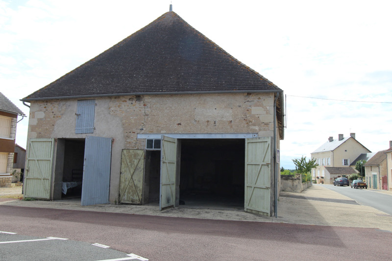 French property for sale in Saint-Léomer, Vienne - €40,000 - photo 2