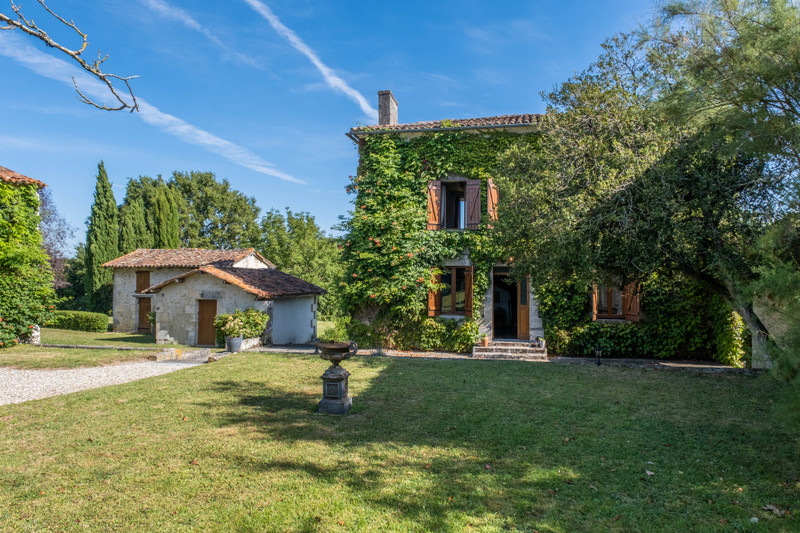 French property for sale in Champagne-et-Fontaine, Dordogne - €599,960 - photo 5