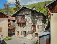 French ski chalets, properties in Saint-Martin-de-Belleville, Val Thorens, Three Valleys