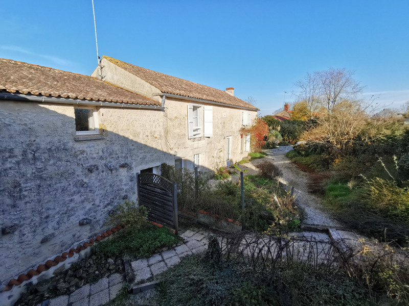 French property for sale in Fontenay-le-Comte, Vendee - €294,250 - photo 2