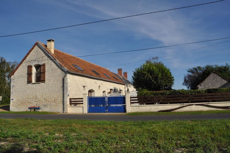 French property for sale in Noyant-Villages, Maine-et-Loire - €459,880 - photo 2