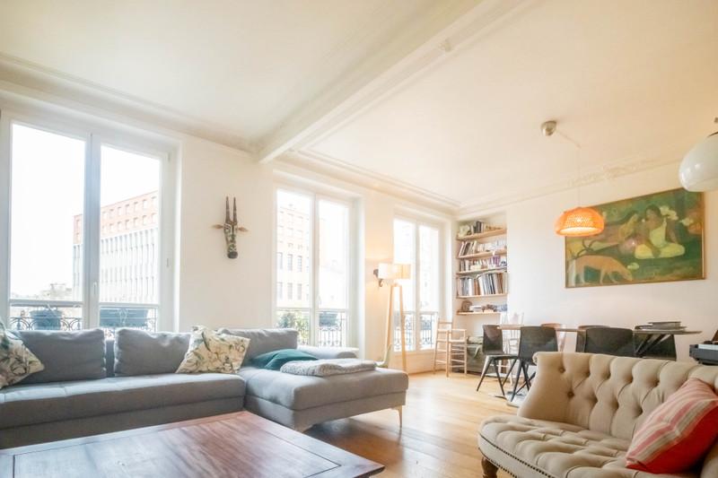 French property for sale in Paris 10e Arrondissement, Paris - €892,500 - photo 2