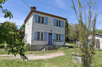 property to renovate for sale in Villebois-LavaletteCharente Poitou_Charentes