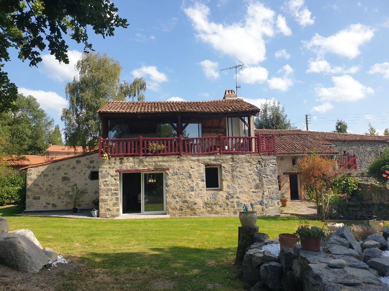 French property for sale in Saint-Pierre-du-Chemin, Vendée - €290,330 - photo 2
