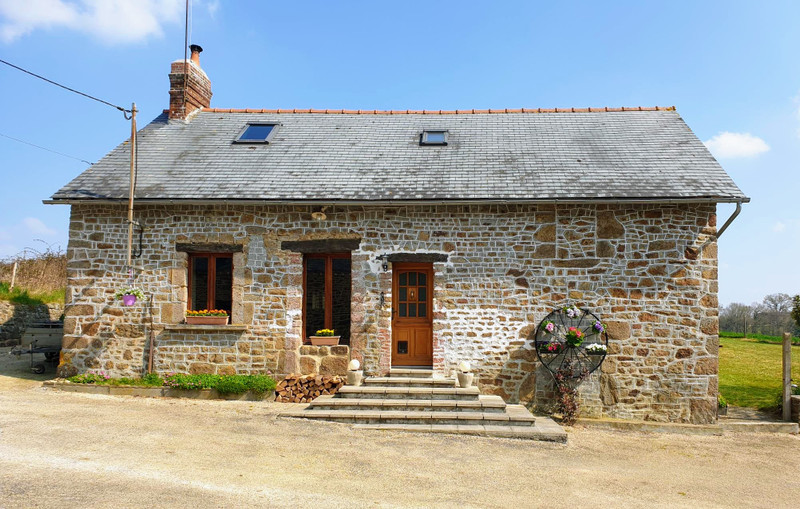 French property for sale in Soucé, Mayenne - €195,000 - photo 2
