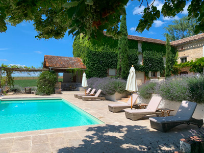 Featured on the cover of French Property News , this stylish and elegant Maison de Maitre has been lovingly restored and is currently used as a second home but would also be a stunning full-time home. Set among the vineyards near Cordes sur Ciel and Albi.