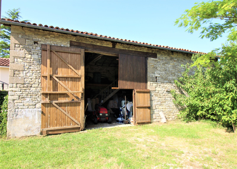 French property for sale in Raix, Charente - €325,500 - photo 10