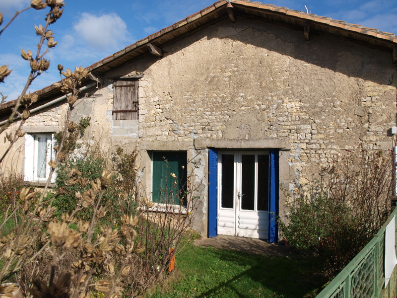 French property for sale in Montjean, Charente - €39,000 - photo 3