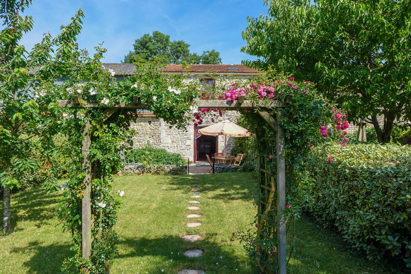 French property for sale in Saint-Crépin, Charente-Maritime - €444,999 - photo 7