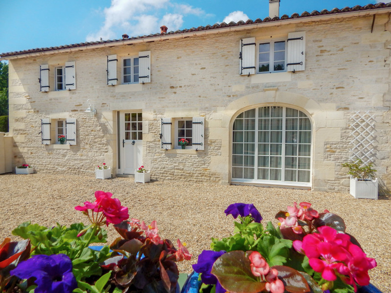 French property for sale in Migron, Charente-Maritime - €598,900 - photo 2