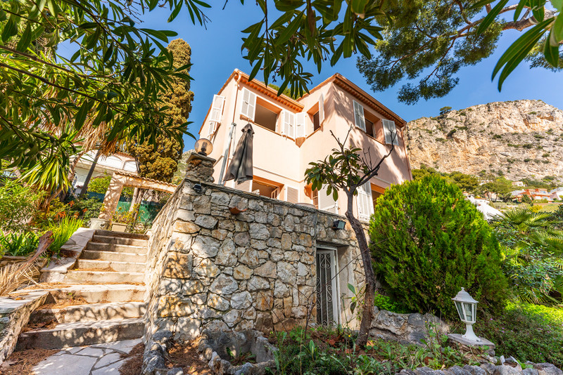 French property for sale in Èze, Alpes Maritimes - €1,180,000 - photo 2