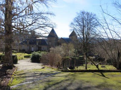 A magnificent fully furnished six bedroom, six bathroom manor house with income potential and suitable for horses and less than an hour from Limoges..