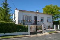 French property, houses and homes for sale inSaint-Julien-de-l'EscapCharente-Maritime Poitou_Charentes