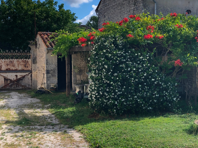French property for sale in Archiac, Charente-Maritime - €167,400 - photo 2