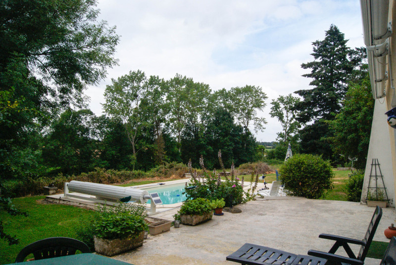 French property for sale in Fenioux, Deux Sevres - €267,500 - photo 2