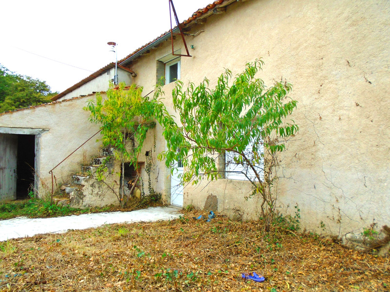 French property for sale in Luchapt, Vienne - €36,600 - photo 2