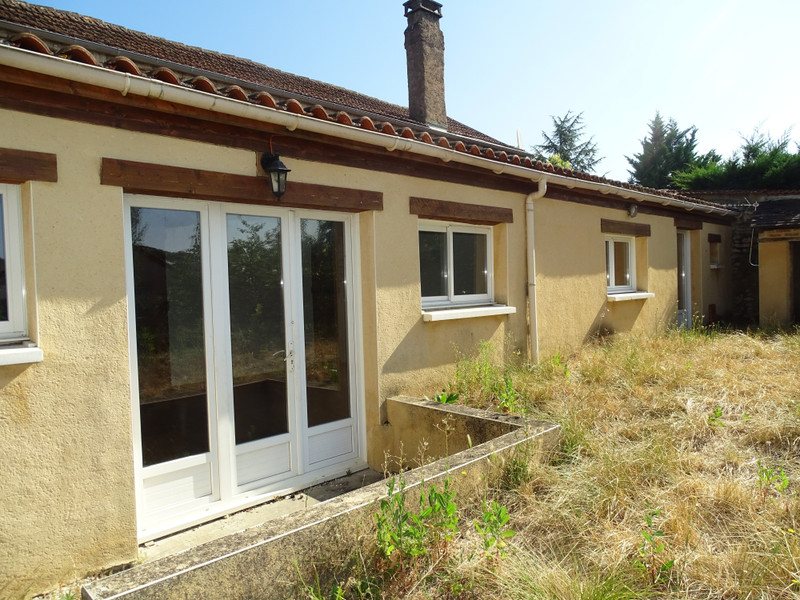 French property for sale in Thenon, Dordogne - €141,700 - photo 2