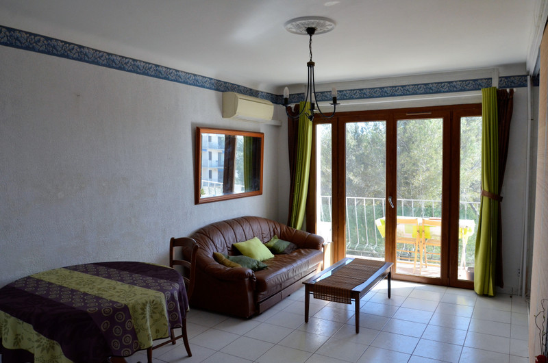 French property for sale in Saint-Raphaël, Var - €175,000 - photo 2