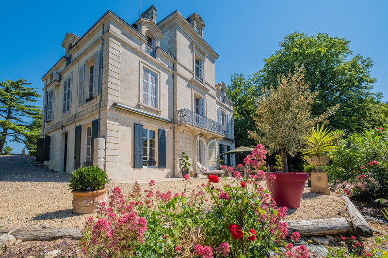 French property for sale in Niort, Deux-Sèvres - €850,500 - photo 3