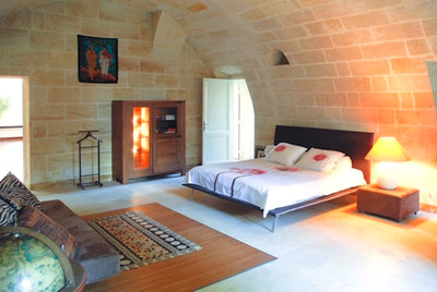 20mns from St Emilion, Beautiful riverfront castle with 1ha130 of land, 7 bedrooms and 6 bathrooms, ideal for BnB/gite project or business activity