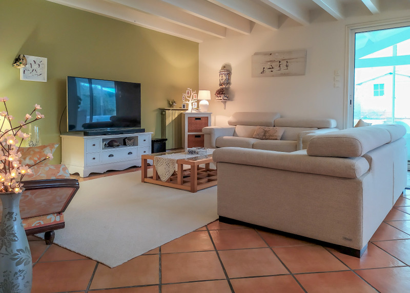 French property for sale in Pessac, Gironde - €700,000 - photo 2