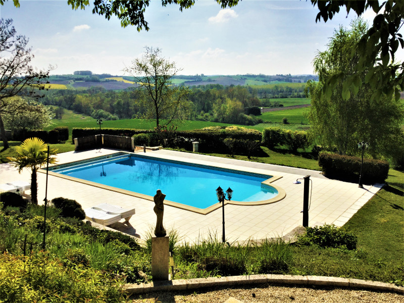 French property for sale in Salles-Lavalette, Charente - €685,000 - photo 2