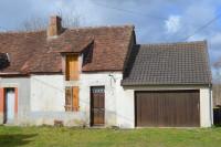 Petite maison pour renovation. Grande jardin avec vue sur le village.