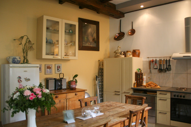French property for sale in Saint-Jean-d'Angély, Charente-Maritime - €141,700 - photo 2