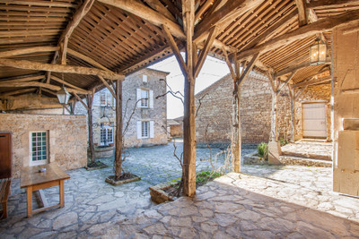 Small castle with 4 bedrooms and several outbuildings on 18ha of land.