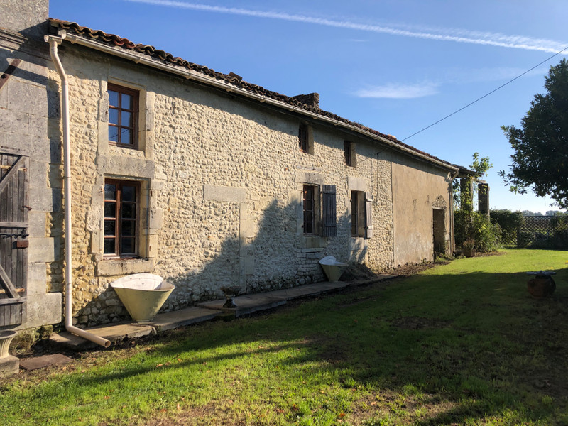 French property for sale in Chardes, Charente-Maritime - €199,000 - photo 2