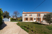 French property, houses and homes for sale inSaint-Martin-de-JuillersCharente-Maritime Poitou_Charentes