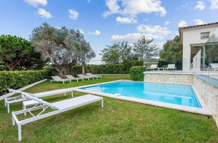 French property for sale in Ramatuelle, Var - €6,990,000 - photo 3
