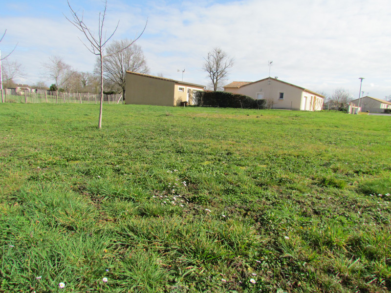 French property for sale in L'Isle-Jourdain, Vienne - €24,600 - photo 9