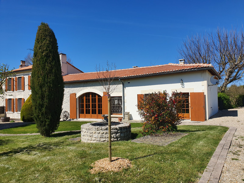 French property for sale in Vanzac, Charente-Maritime - €348,740 - photo 2
