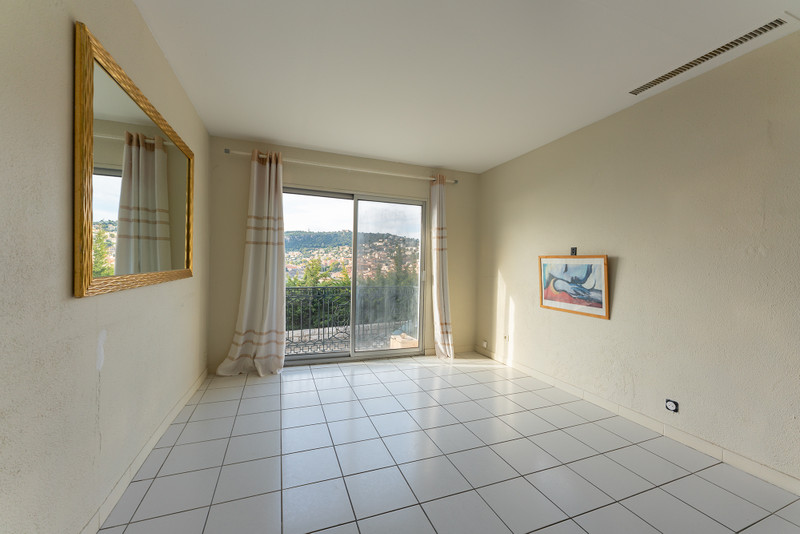 French property for sale in Villefranche-sur-Mer, Alpes-Maritimes - €269,000 - photo 2