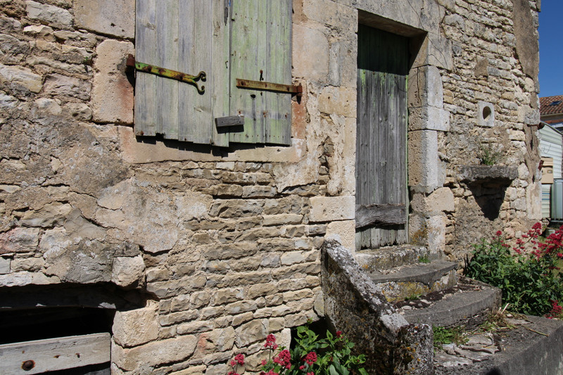 French property for sale in Anais, Charente - €36,600 - photo 2