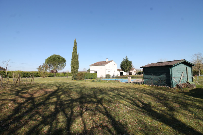 French property for sale in Luxé, Charente - €256,800 - photo 2