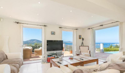 Splendid 4 Bedroom Villa with infinity pool and sea views in Saint Tropez