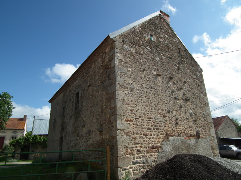 French property for sale in Sannat, Creuse - €16,000 - photo 2