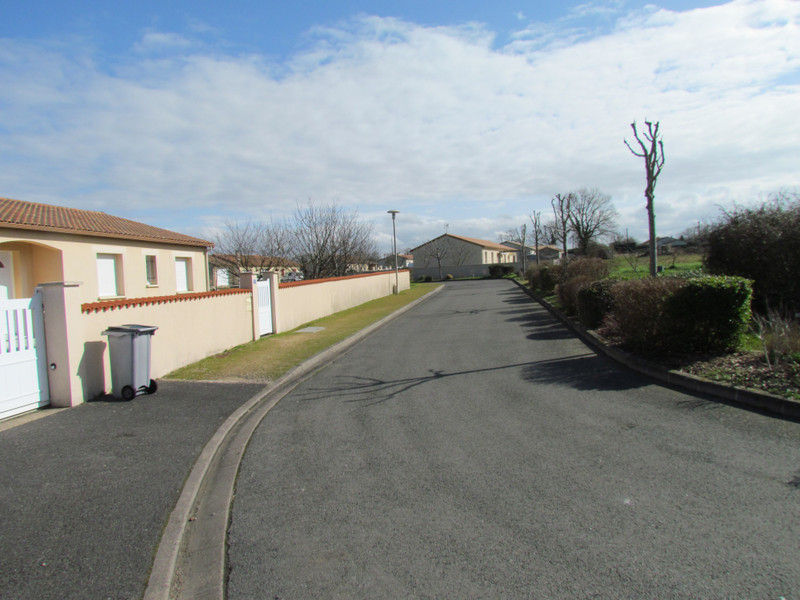 French property for sale in L'Isle-Jourdain, Vienne - €24,600 - photo 7