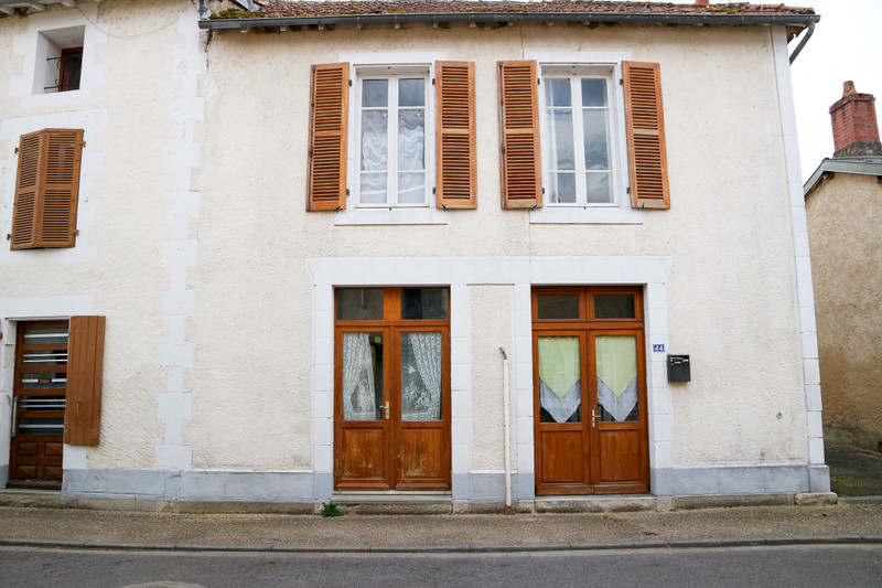 French property for sale in Saulgé, Vienne - €82,500 - photo 4