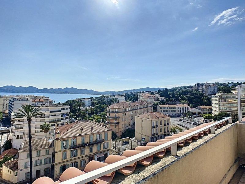 French property for sale in Cannes, Alpes-Maritimes - €890,000 - photo 2